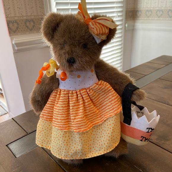Cute Halloween Candy Corn themed Boyd's Bear!